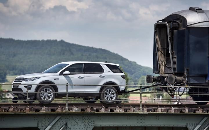 land_rover_pull_train
